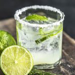 mojito en verre et citron vert